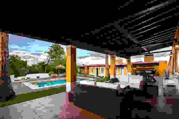 Atelier d'Maison Modern balcony, veranda & terrace