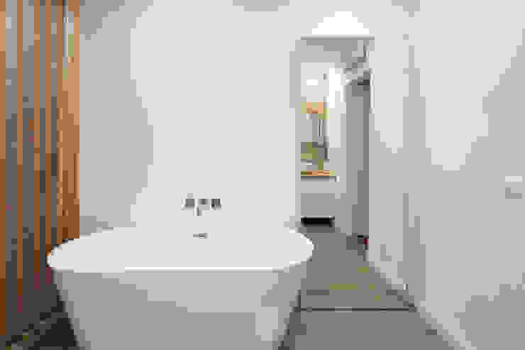 Atelier d'Maison Modern bathroom