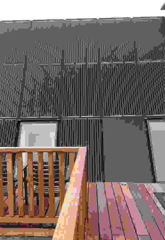 solar pannel roof van Dineke Dijk Architecten Klassiek