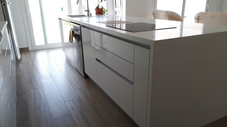 cocina de diseño de ZETA cocinas & closets Moderno Aglomerado