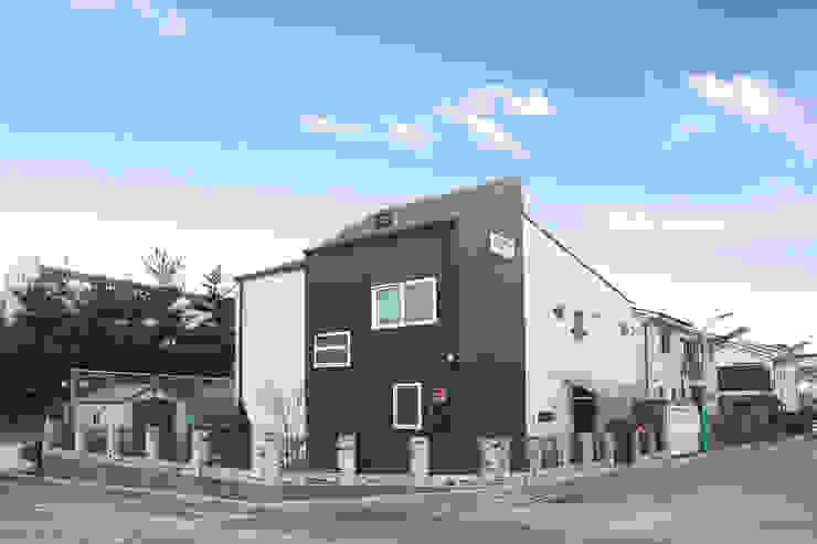 계절의 변화를 가장 먼저 느낄 수 있는 주택 모던스타일 주택 by 공간제작소(주) 모던