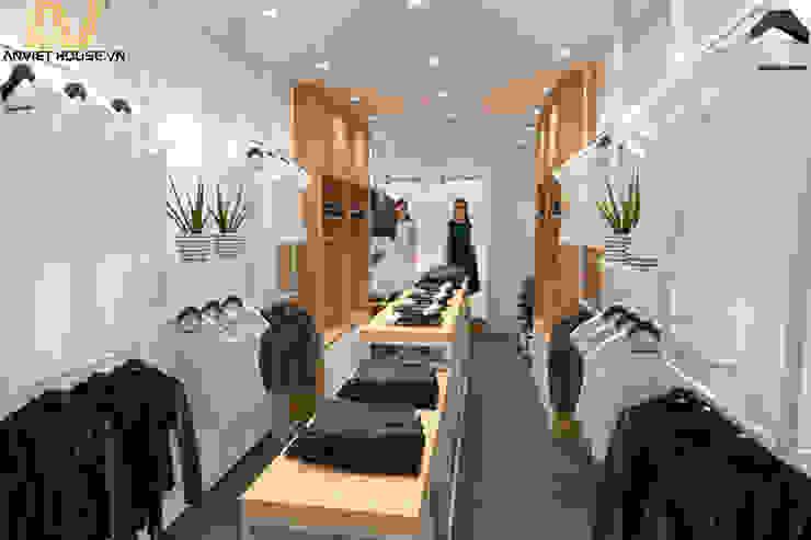Thiết kế shop quần áo nữ 35m2: hiện đại  by An Viet Trading and Interior Service Joint Stock Company, Hiện đại Nhựa tổng hợp Brown