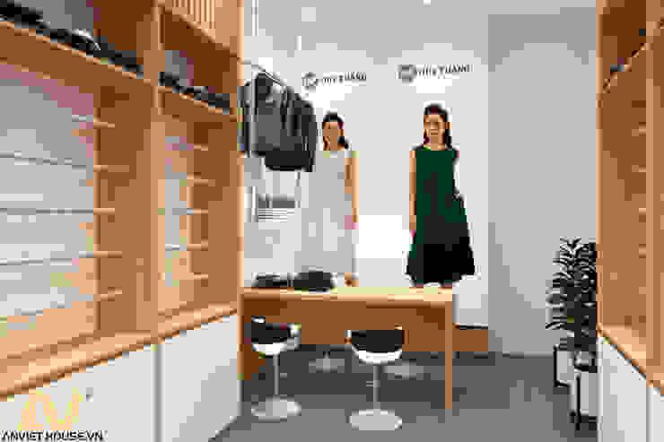 Thiết kế shop quần áo nữ 35m2: hiện đại  by An Viet Trading and Interior Service Joint Stock Company, Hiện đại Giả da Metallic/Silver
