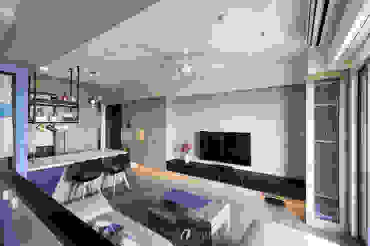 玄關及客廳中島 现代客厅設計點子、靈感 & 圖片 根據 元作空間設計 現代風