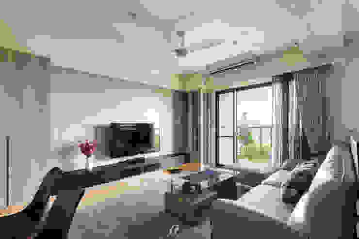 客廳及落地窗 现代客厅設計點子、靈感 & 圖片 根據 元作空間設計 現代風