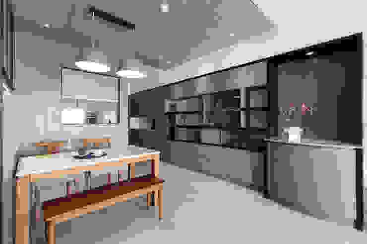 玄關整面收納展示櫃 根據 元作空間設計 現代風