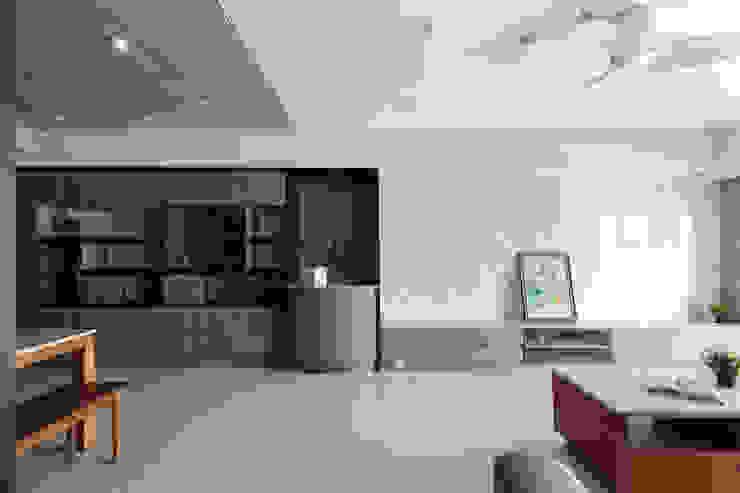 玄關櫃設計,可擺放藝品 根據 元作空間設計 現代風