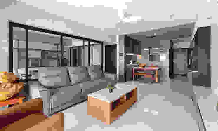 客廳及餐廳 现代客厅設計點子、靈感 & 圖片 根據 元作空間設計 現代風