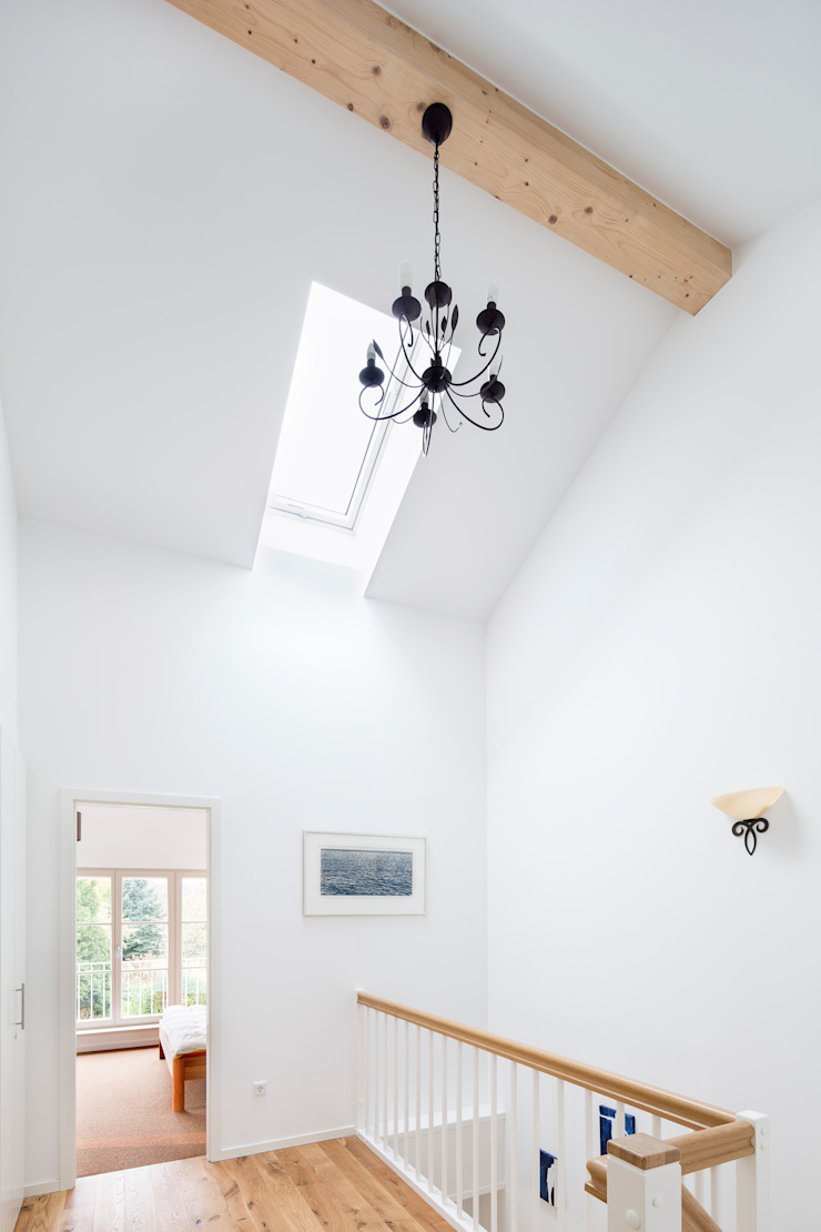 Müllers Büro Pasillos, vestíbulos y escaleras de estilo moderno