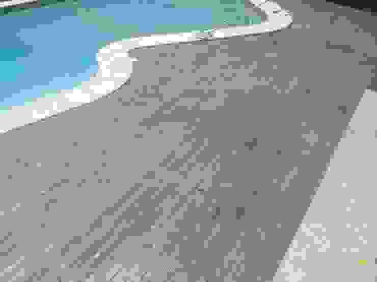 Pavimento in cemento stampato finto legno bordo piscina Pavimento Moderno Pavimento Cemento Marrone