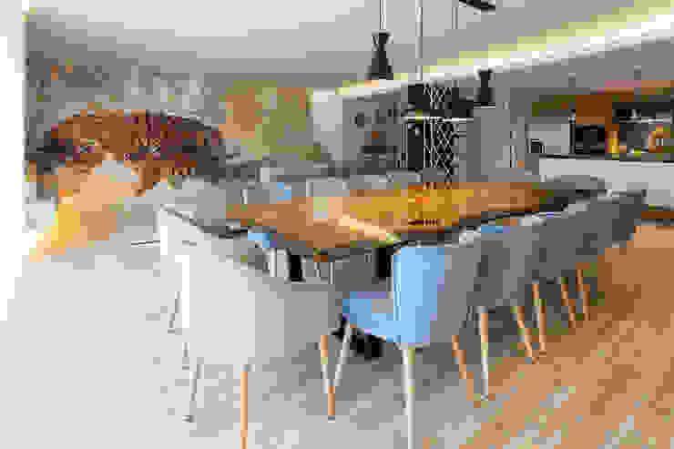 Open Space Paredes de Coura Angelourenzzo - Interior Design Salas de estar escandinavas