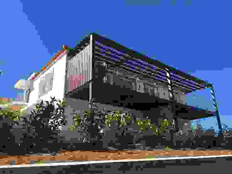 Fachada do Jardim RSV Arquitetos Associados Condomínios Ferro/Aço Acabamento em madeira