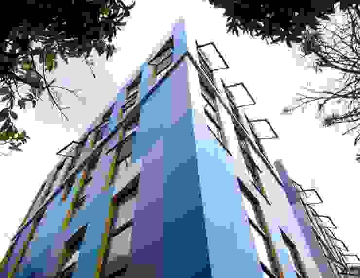 FACHADA MIDPOINT HOTEL Dormitorios de estilo moderno de SAAV Arquitectos Moderno
