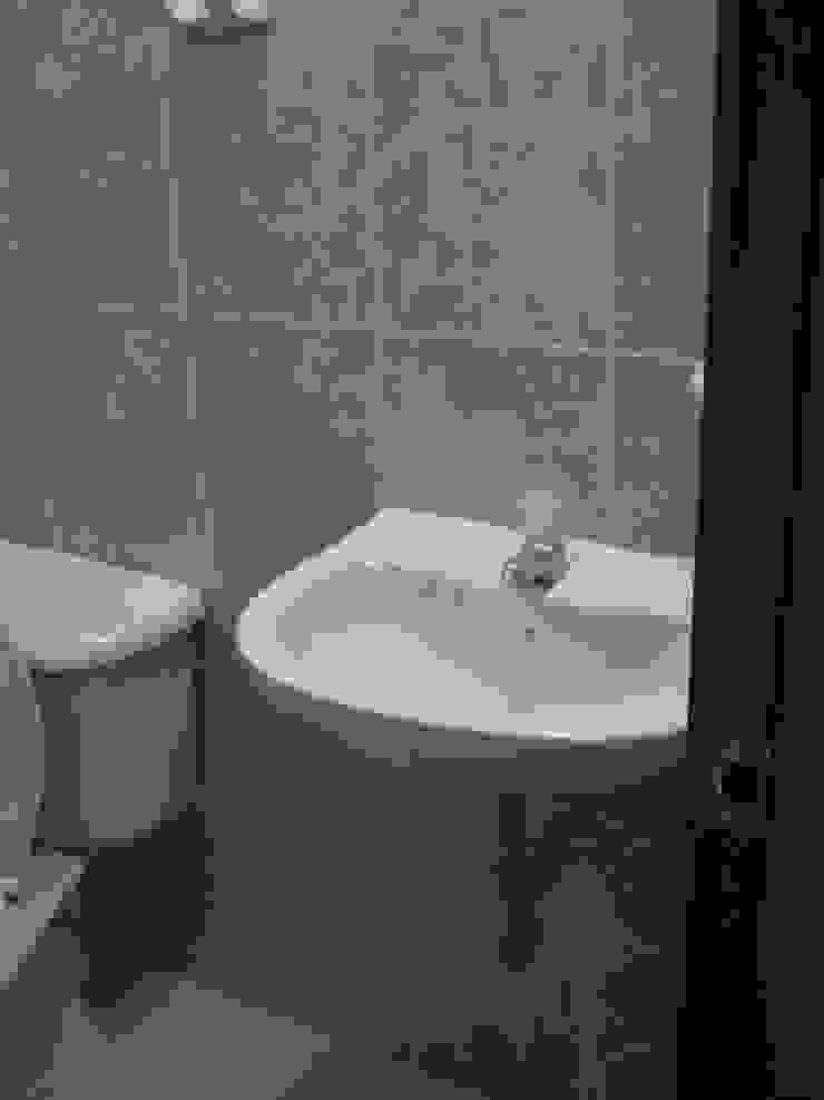Minimalist style bathroom by ME&CLA Ingeniería y Arquitectura Minimalist