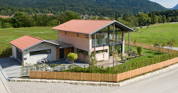 Casa unifamiliare in stile  di Bau-Fritz GmbH & Co. KG, Moderno
