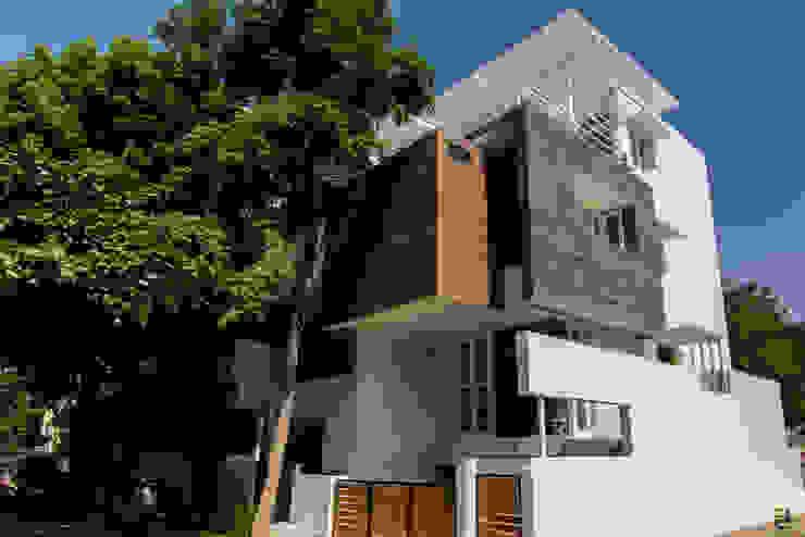 Casas pequeñas de estilo  por de square, Moderno