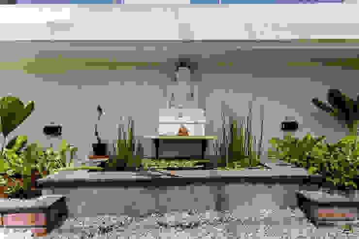 Zen garden on balcony de square Zen garden