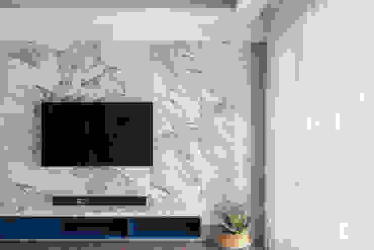 電視牆 禾廊室內設計 现代客厅設計點子、靈感 & 圖片 大理石