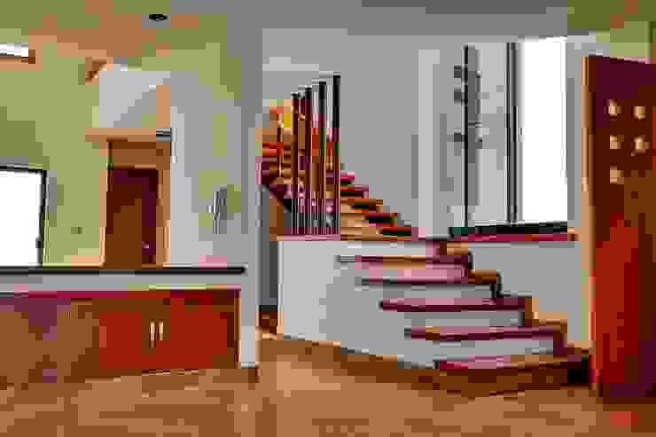 CASA TESALIA Pasillos, vestíbulos y escaleras minimalistas de DOOR arquitectos Minimalista