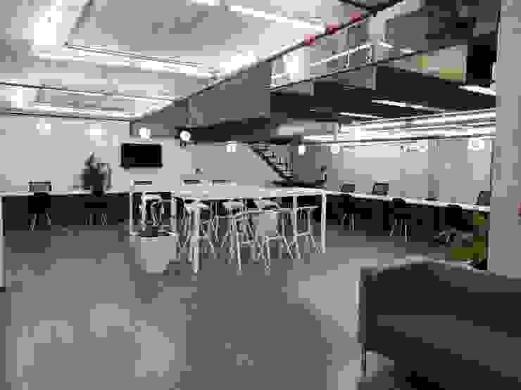 NR Contruccion Рабочий кабинет в стиле минимализм