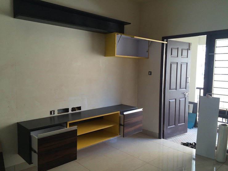 Mr. Anantakrishnan's residence Modern living room by The Yellow Ink Studio Modern