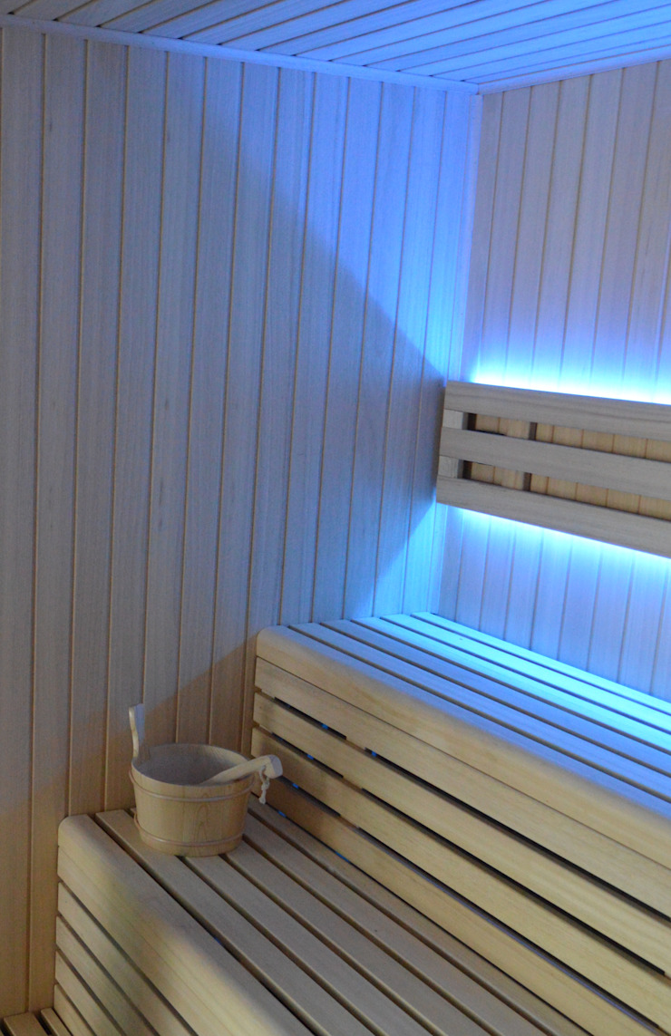 Sauna de interior con dos bancos y cromoterapia de Saunas Durán Escandinavo
