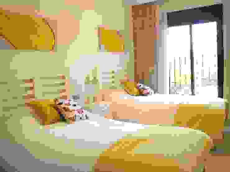 Vivienda D+Z en Marbella, España (2015): Habitaciones de estilo  por Kalos Creative Studio, Moderno