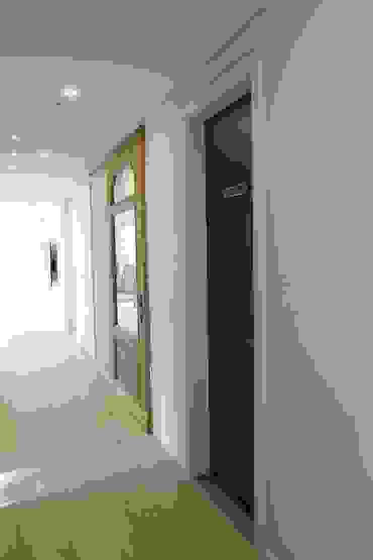 봇들마을 아파트 인테리어 모던스타일 복도, 현관 & 계단 by 프라디자인 모던