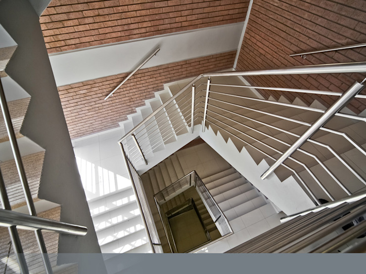 After. Enhanced and better-quality staircase. by Nuclei Lifestyle Design Modern