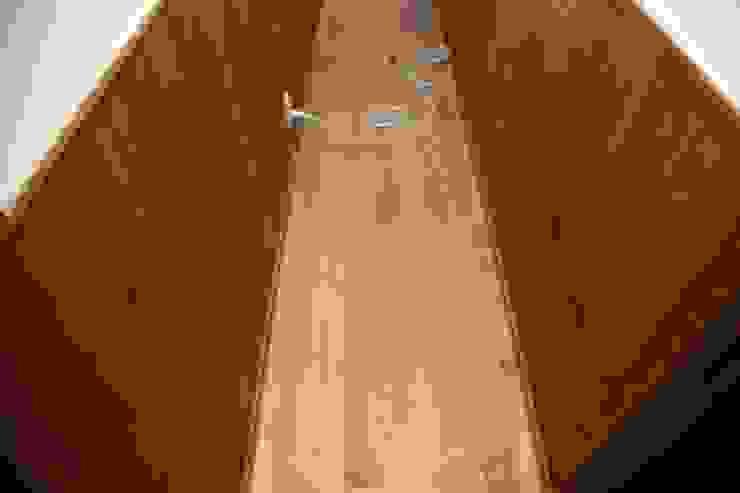 Scandinavian corridor, hallway & stairs by 株式会社高野設計工房 Scandinavian