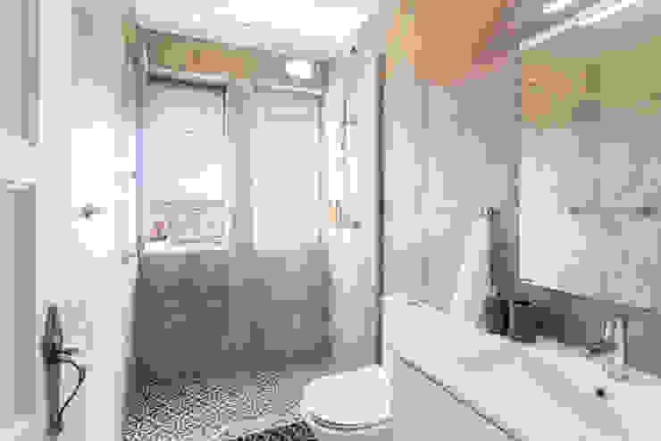 Modern bathroom by HOUSE PHOTO Modern