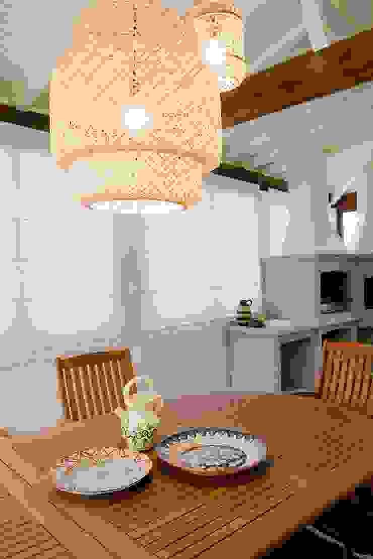 Balcones y terrazas de estilo rural de Tangerinas e Pêssegos - Design de Interiores & Decoração no Porto Rural