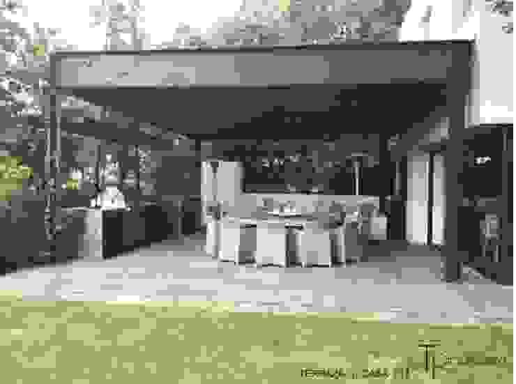 RESIDENCIAL | CASA UNIFAMILIAR 213 BOSQUES DE SANTA FE Balcones y terrazas modernos de Tk arquitectura Moderno