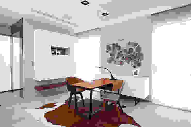 Oficinas de estilo moderno de 瑞嗎空間設計 Moderno
