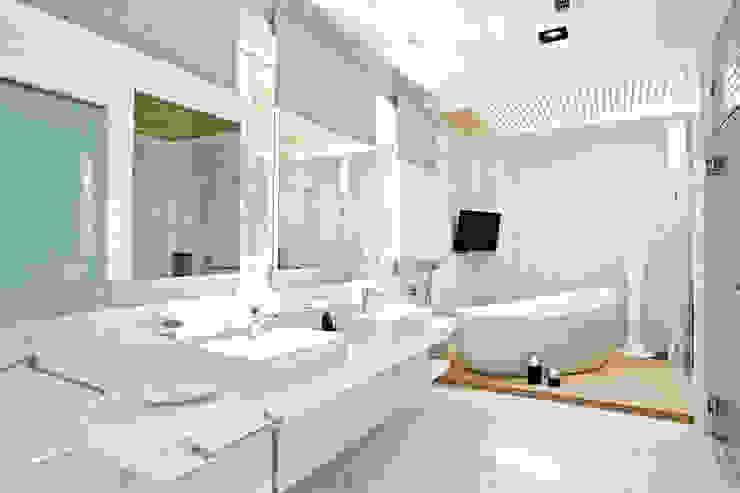 Baños de estilo moderno de 瑞嗎空間設計 Moderno