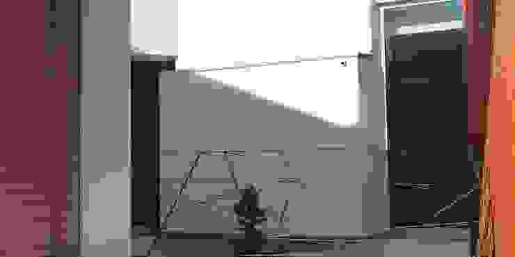 OBRA ATELIER - Arquitetura & Interiores Modern balcony, veranda & terrace Iron/Steel Grey
