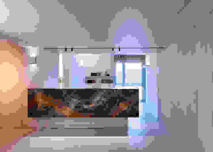 Pasillos, vestíbulos y escaleras de estilo moderno de BARTOLI DESIGN Moderno