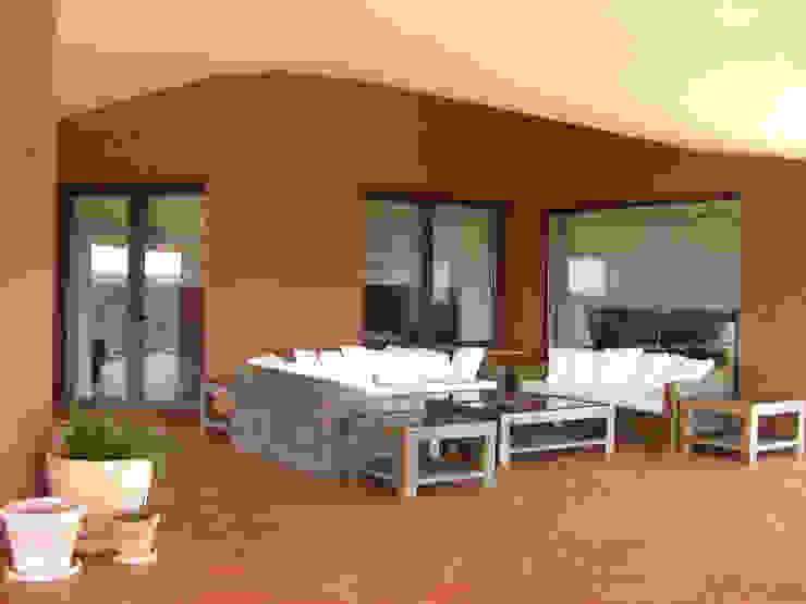 Porche de casa de campo: Terrazas de estilo  de Otto Medem Arquitecto vanguardista en Madrid,