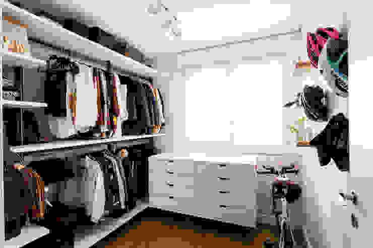 Luciana Ribeiro Arquitetura Scandinavian style dressing room MDF White