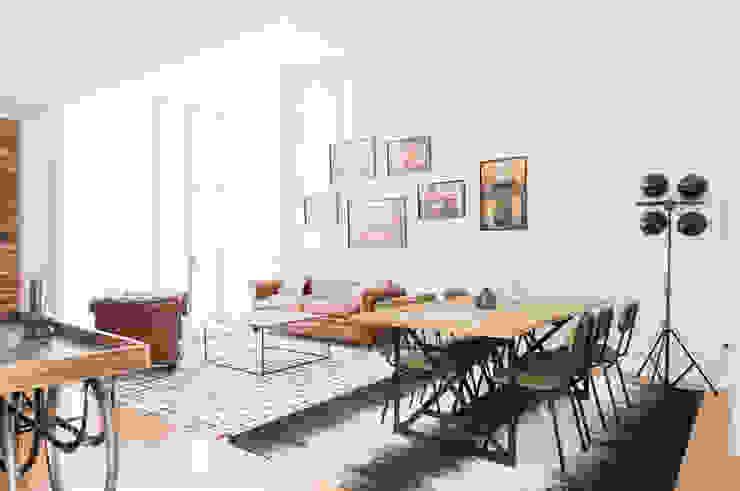 Casa Vermú en c/ Reyes IDC_STUDIO Salones de estilo moderno