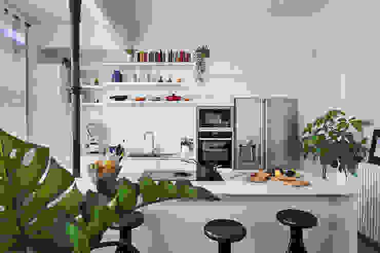 La Casa Bipolar Cocinas de estilo ecléctico de Egue y Seta Ecléctico