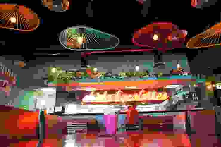 Cotorritos Cervecería Sabrosa Bares y clubs de estilo tropical de Mona Mx Diseño Tropical Goma