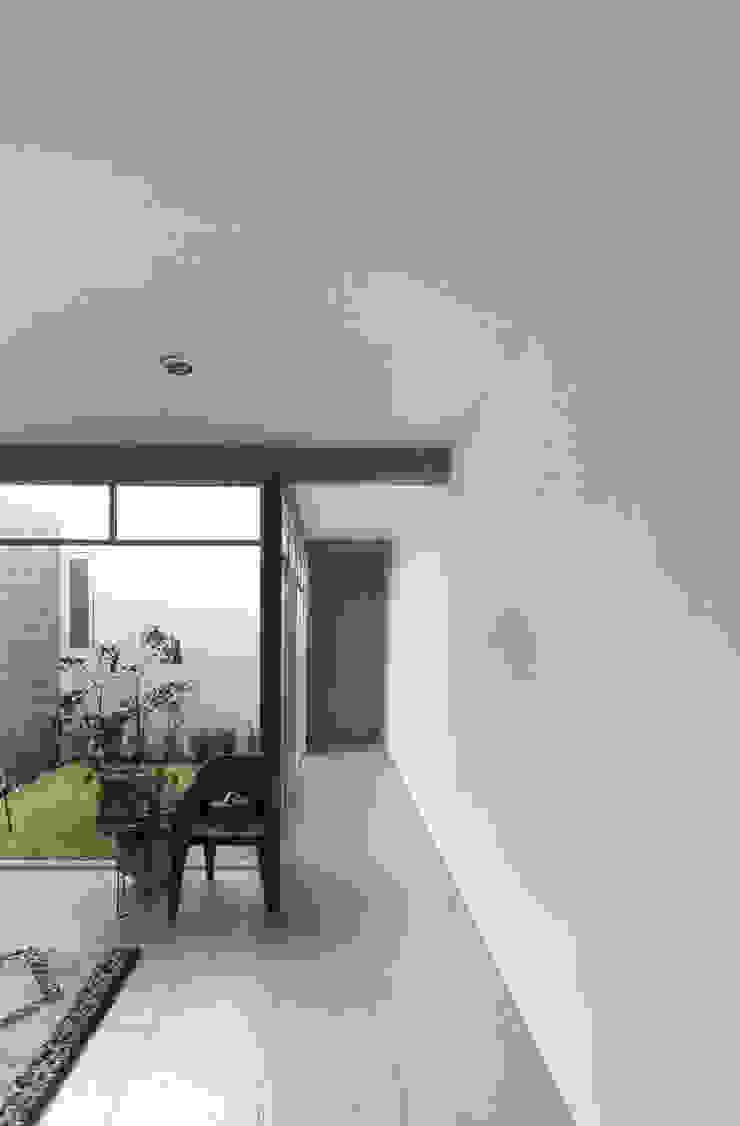 Casa +Grande Salones modernos de CUBO ROJO Arquitectura Moderno