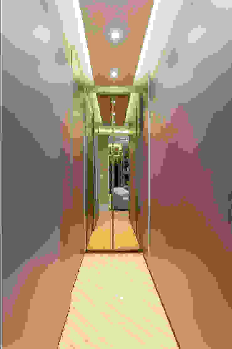 Casa Esplêndida Closets modernos por Arquiteto Aquiles Nícolas Kílaris Moderno