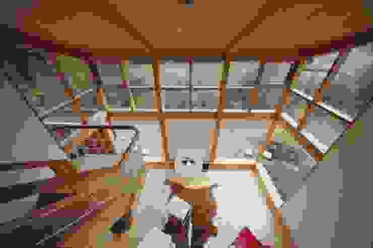 Phòng khách phong cách Bắc Âu bởi 株式会社高野設計工房 Bắc Âu