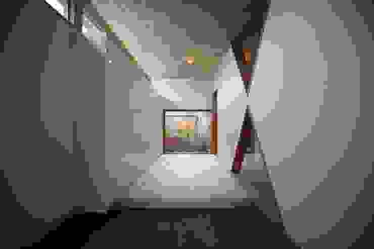 Hành lang, sảnh & cầu thang phong cách Bắc Âu bởi 株式会社高野設計工房 Bắc Âu