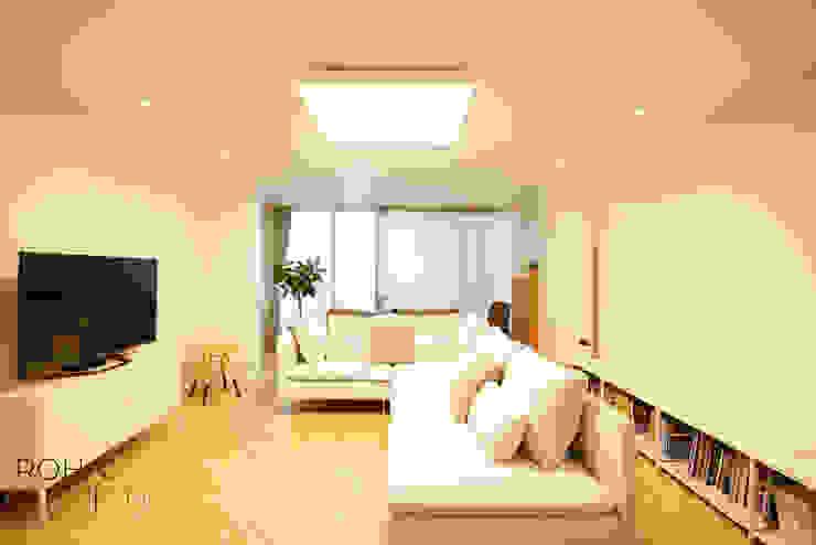 부산 홈스타일링 인테리어 – 집은 주인을 닮는다. 모던스타일 거실 by 로하디자인 모던