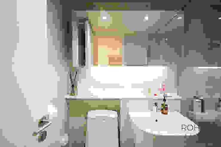 부산 홈스타일링 인테리어 – 집은 주인을 닮는다. 모던스타일 욕실 by 로하디자인 모던