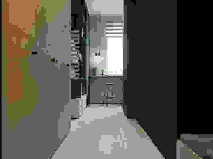 Pasillos, vestíbulos y escaleras de estilo minimalista de Suiten7 Minimalista Madera Acabado en madera