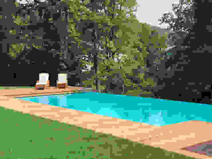 Blick ins Tal:  Infinity pool von Kirchner Garten & Teich GmbH,